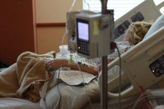 Mezi výhody epidurální anestezie patří hlavně to, že nedochází ke ztrátě vědomí matky