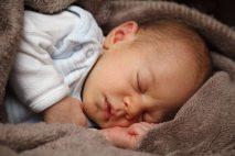 I malé dítě se velmi brzo naučí poznat, že teď je čas, jít se chystat na spaní.