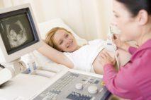 """Nemocenská a nemocenské dávky z důvodu rizikového těhotenství se nijak neliší od """"běžné"""" pracovní neschopnosti z důvodu nějaké nemoci či úrazu."""