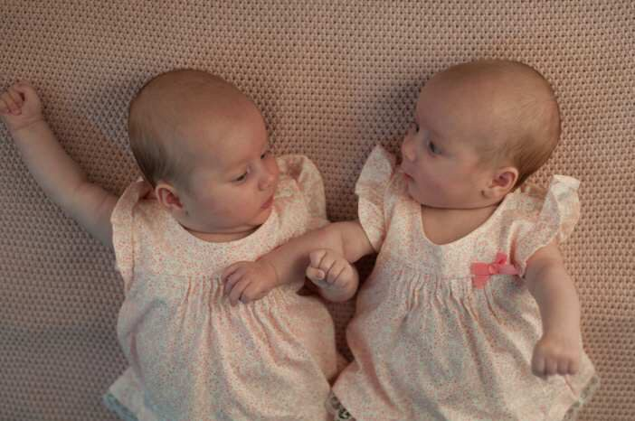 Mít dvojčata má ale i různé výhody. Uvidíte sama, že si to i s dvojčaty pořádně užijete.