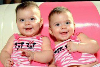 Pokud se narodí dvojčata, tak je mateřská delší.
