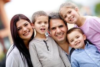Životní minimum pro matku samoživitelku se dvěma dětmi (9 a 16 roků) bude ve výši 7730 Kč.