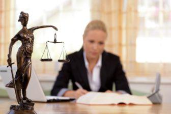 I když zákon neurčuje, jak přesně by mělo být vysoké výživné na dítě, přesto existují určité doporučující tabulky, podle kterých se soudy zpravidla řídí.