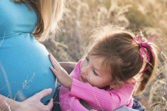 V případě, že je žena těhotná již v době ukončení zaměstnání, pak je po jeho skončení v ochranné době