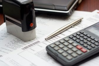Minimální zdravotní pojištění u osoby bez zdanitelných příjmů (OBZP) je v roce 2017 částka 1485 Kč měsíčně