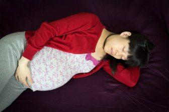 Poradna: Budu mít nárok na mateřskou po skončení pracovní smlouvy na dobu určitou?