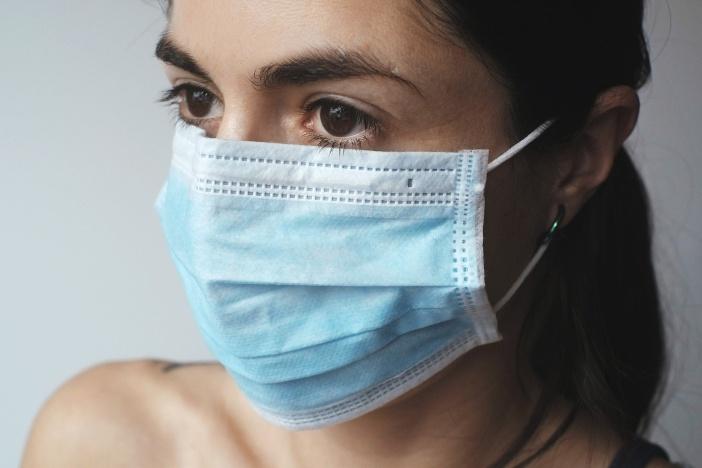 <span>Vláda schválila změny, které mění podmínky pro ošetřovné během epidemie koronaviru v roce 2020. Nárok by měl být po celou dobu, i pro děti do 13 roků a bude i ošetřovné pro OSVČ.</span>