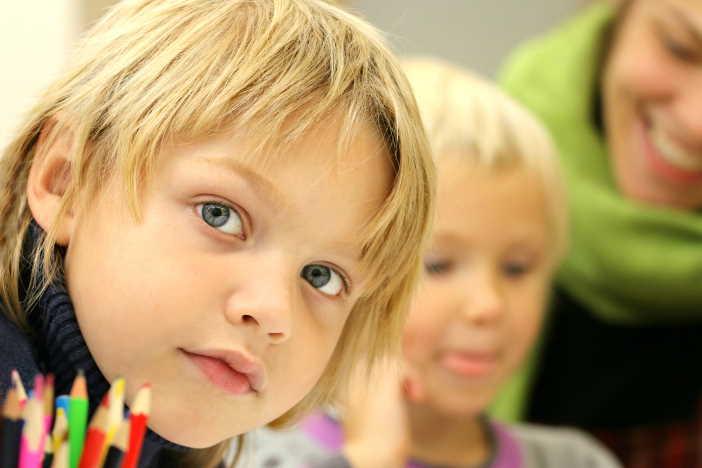 <span>OSVČ má nárok na ošetřovné na dítě, pokud se stará alespoň o jedno dítě, které má maximálně 13 roků. A které je doma z důvodu uzavřené školy nebo školky. Nárok je i v dalších případech. </span>