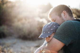 Otcovská dovolená je 7 denní placené volno pro tatínky (otce dítěte). Nárok na otcovskou je během prvních 6 týdnů po porodu.