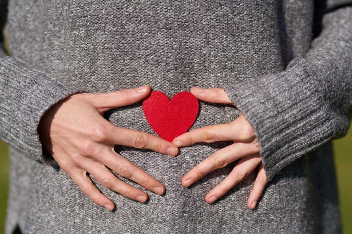 <span>Štítná žláza je velmi důležitá. Zvláště u těhotných žen. Porucha štítné žlázy, může v těhotenství vést i k potratu, předčasnému porodu, nebo vývojovým poruchám u dítěte. Až 16% těhotných žen, může trpět poruchou funkce štítné žlázy. Je to riziko, které by se nemělo podceňovat.</span>