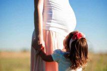 Pro nárok na mateřskou na druhé dítě platí obdobné podmínky, jako při narození prvního dítěte. Při narození druhého dítěte, krátce po skončení rodičovské, se mateřská (PPM), obvykle vypočítá ze stejných příjmů, jako u prvního dítěte. Mateřská na druhé dítě je pak stejná, nebo o něco málo vyšší, než u prvního dítěte.