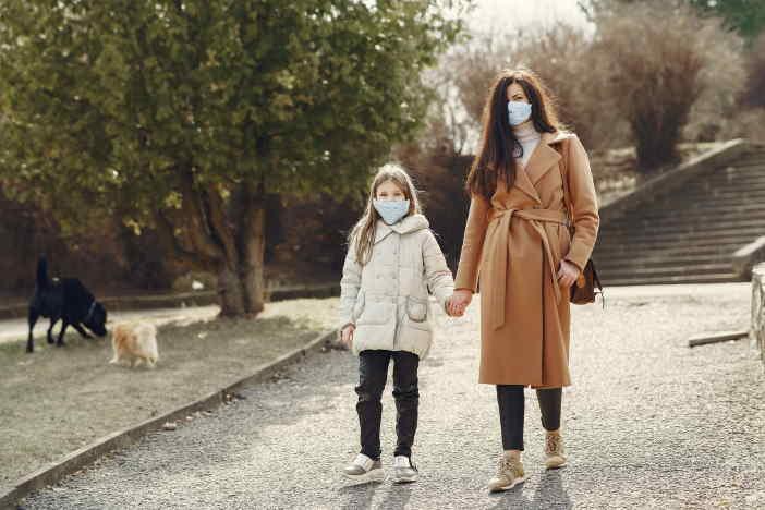 <span>Vláda navrhuje zvýšení ošetřovného na 80%, během epidemie koronaviru COVID-19. Ošetřovné by se zvýšilo zpětně od začátku března (od 1. 3. 2021). Ostatní podmínky pro nárok na OČR během epidemie, by se ale měnit neměly. I nadále bude nárok jen u dětí, mladších než 10 roků.</span>