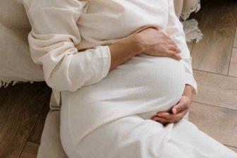 Nárok na mateřskou můžete mít i ze dvou různých zaměstnání. Pouze ale za předpokladu, že splníte podmínky pro nárok na PPM v obou zaměstnáních. Splnění podmínek, se pro každé zaměstnání posuzuje samostatně. Jedná se především o dobu účasti na nemocenském pojištění (minimálně 270 dní).