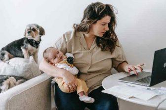 Během rodičovské dovolené, můžete bez větších omezení podnikat jako OSVČ (nebo případně i pracovat na nějaké brigádě nebo v jiném zaměstnání). Pokud se vám narodí druhé dítě, do 4 roků toho prvního, tak se výše PPM n druhé dítě, může odvíjet od stejného vyměřovacího základu, jako mateřská na první dítě.